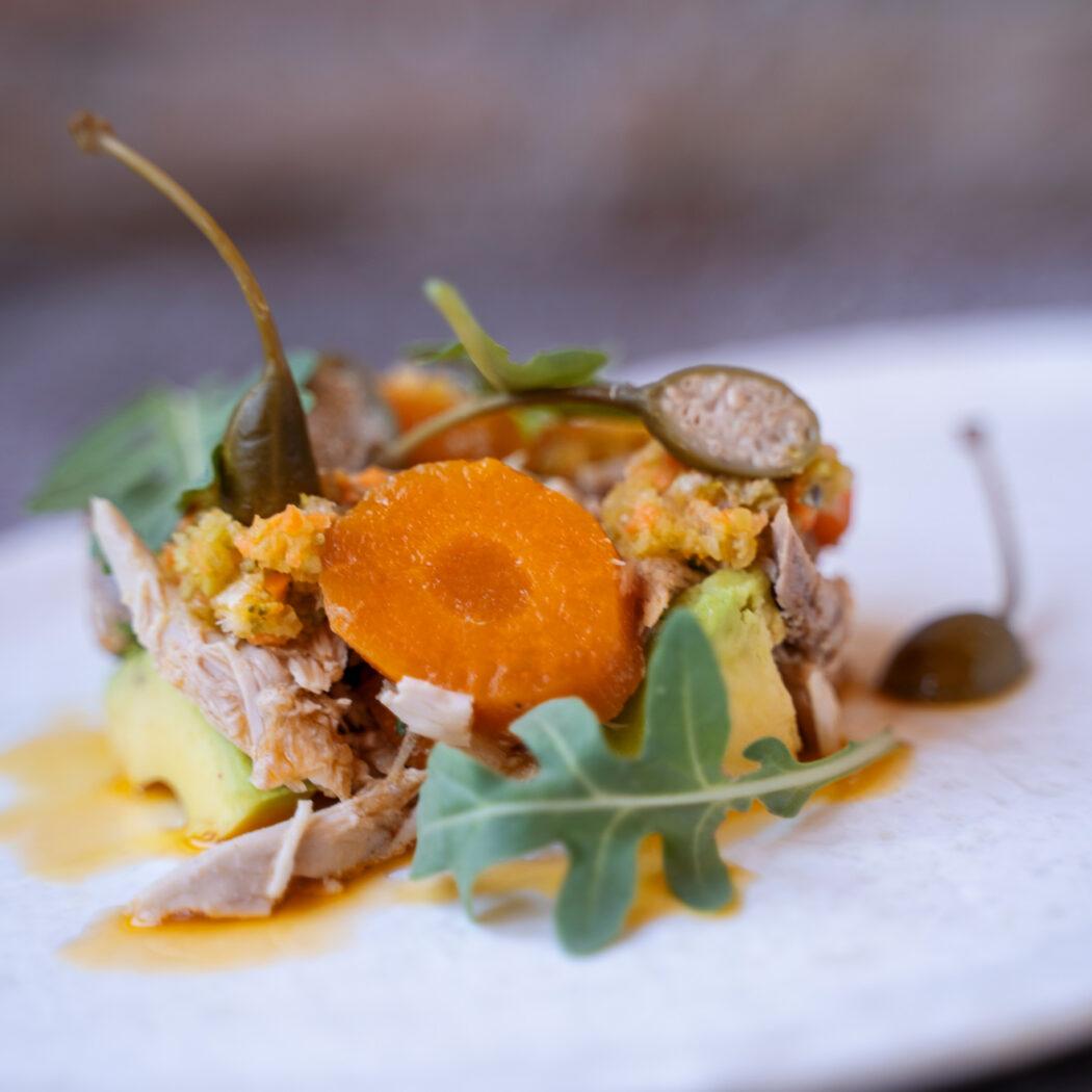 PERDIZ en ESCABECHE, aguacate y sus verduras escabechadas a modo de ensalada. ¡Un ESPECTÁCULO!